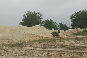 Bãi tập kết cát 'mọc như nấm' trong KKT Chân Mây - Lăng Cô
