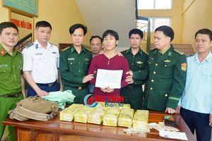 Tóm gọn đối tượng mang 15kg ma túy đá từ Lào vào Hà Tĩnh