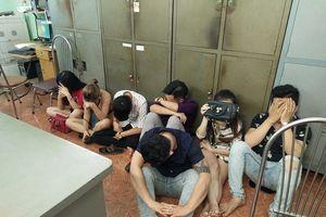 Phát hiện 19 nam nữ chơi ma túy trong quán karaoke