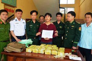 Bắt một người Lào vận chuyển 15kg ma túy đá vào Việt Nam