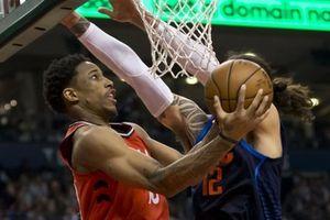 Chuỗi 11 trận thắng của Raptors chấm dứt trong hỗn loạn, bảo vệ phải hộ tống trọng tài ra ngoài