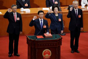 Nội các Trung Quốc gây bất ngờ