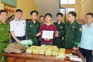 Bắt người Lào vác 15kg ma túy đá từ dưới suối lên Quốc lộ 8A