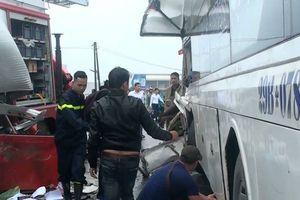 Vụ xe cứu hỏa va chạm xe khách: 1 chiến sĩ PCCC đã tử vong