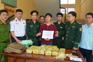 Vây bắt đối tượng vận chuyển ma túy thu giữ 15kg ma túy đá