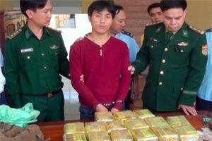 Mang ma túy từ Lào giấu trong gói trà, vượt biên sang Việt Nam