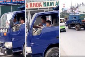 Thanh Hóa: Hoảng hồn trước cảnh bố dạy con lái xe tải