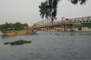 Tàu bè chui qua cầu Bình Lợi đóng bao nhiêu tiền?