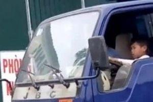 Xác minh, xử lý thông tin bé trai lái xe tải