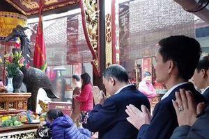 Cách chức Giám đốc Kho bạc Nhà nước TP Nam Định vì đi lễ đầu năm