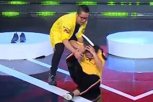 Hoàng Rapper 'chịu khó' giúp đỡ thí sinh tại Vui Cười Cười Vui