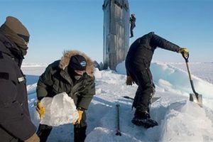 Muốn khai hỏa tại Bắc Cực, tàu ngầm Mỹ cần dùng xẻng