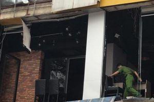 Thu dọn quanh hiện trường vụ nổ nhà hàng Sura BBQ tại Vinh