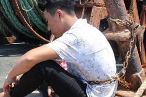 Giải cứu 4 ngư dân bị bắt giữ, xích trói trái phép trên 2 tàu cá