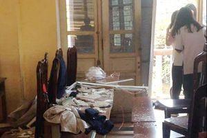 Học sinh trường Trần Nhân Tông nhập viện do bị vữa rơi vào đầu