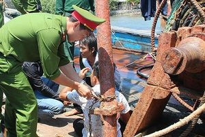 Quảng Ngãi giải cứu 4 ngư dân bị bắt giữ trái pháp luật trên 2 tàu cá