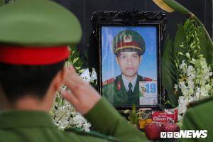 Tiễn biệt chiến sĩ PCCC hy sinh khi làm nhiệm vụ trên cao tốc