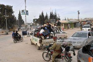 Thổ Nhĩ Kỳ chiếm thành phố Syria, quân Hồi giáo cực đoan cướp phá thủ phủ người Kurd