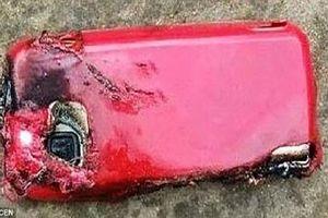 Cô gái Ấn Độ tử vong do điện thoại nổ tung khi đang sạc