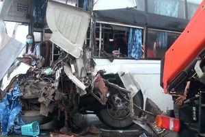 Xe cứu hỏa đi ngược chiều trên cao tốc: Dân mạng tranh cãi kịch liệt