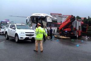 Vụ va chạm giữa xe khách và xe cứu hỏa: Phó Thủ tướng yêu cầu điều tra