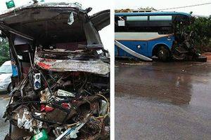 Xe khách biển số Lào đâm đuôi xe tải, 3 người tử vong