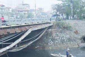 Phận đời những nữ công nhân bơi thuyền vớt rác trên sông Hà Nội