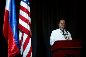 Philippines tố Trung Quốc thách thức máy bay ở biển Đông