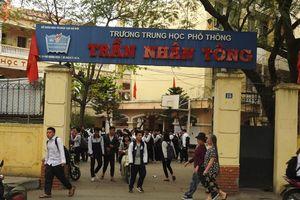 3 học sinh Hà Nội bị vữa rơi trúng đầu khi đang học