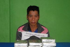 Bị bắt khi 'xách' 10 bánh heroin tìm cách về Việt Nam tiêu thụ
