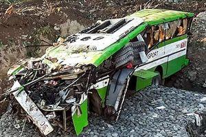 Xe buýt lao xuống vách núi ở Philippines, 19 người thiệt mạng