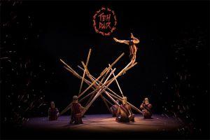 Công diễn vở xiếc tre 'Teh Dar' tại Hội An