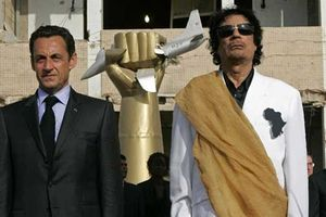 Cựu Tổng thống Pháp bị tạm giam: Rò rỉ email Hillary Clinton