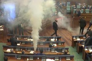 Nghị sỹ Kosovo ném lựu đạn cay khắp quốc hội