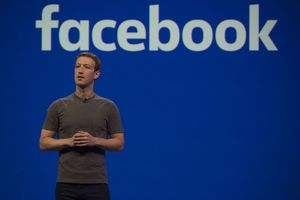 Ơn giời ông trùm Facebook đã lên tiếng sau hàng loạt bê bối và yêu cầu từ chức