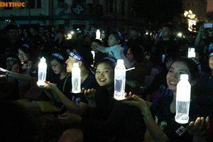 Giới trẻ tưng bừng, thích thú đón Giờ Trái đất tại Hà Nội