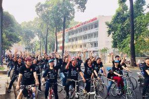 Hơn 200 người đạp xe hưởng ứng Chiến dịch Giờ Trái Đất năm 2018