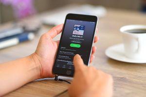 Spotify mạnh tay với người dùng hack ứng dụng trả phí
