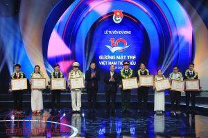 Thủ tướng Nguyễn Xuân Phúc trao tặng Giải thưởng Gương mặt trẻ Việt Nam tiêu biểu 2017