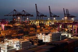 Hàn Quốc nhất trí giảm xuất khẩu thép sang Mỹ