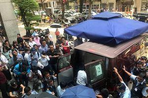 Tổng giám đốc Eximbank nói gì về vụ hai nhân viên bị bắt?