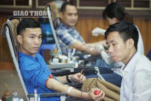 Thanh niên ngành GTVT hiến máu vì nạn nhân TNGT
