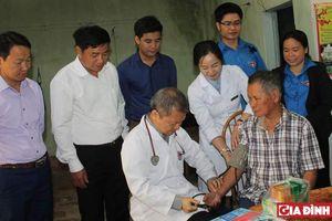 Bệnh viện E 'về nguồn' chăm sóc sức khỏe người dân Cần Kiệm