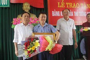 Thủ tướng Chính phủ tặng bằng khen cho người dũng cảm lao xuống sông cứu người tự tử