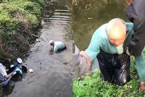Ông cụ 90 nhảy xuống sông cứu em bé 19 tháng tuổi: 'Tôi chết cũng không sao'