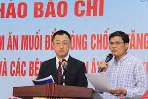 Tổ chức Y tế thế giới cảnh báo thói quen dùng muối 'quá liều' của người Việt