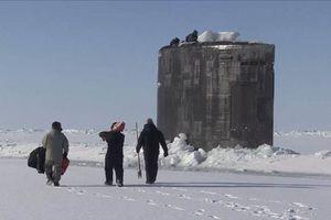 Mục kích tàu ngầm Mỹ chọc thủng băng, ngoi lên ở Bắc Băng Dương