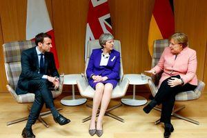 Sự chia rẽ nhìn từ một cuộc tấn công ngoại giao