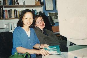 Cô con gái nuôi người Việt của nhà bác học Stephen Hawking
