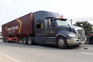 Va chạm với xe container, cụ ông chết tại chỗ, cụ bà nguy kịch